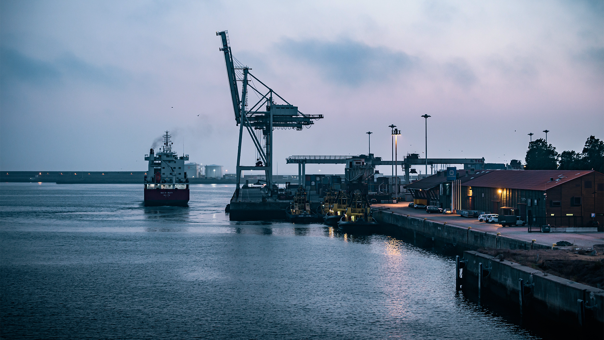 Are Traders Shipping Cargo On Larger Vessels Given the Dry Bulk Cargo Ocean Freight Rates?